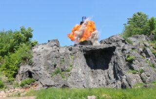 … und der Ölturm geht in Flammen auf. (Foto: KARL MAY & Co./Kunz)